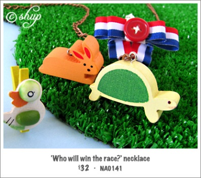 NA0141 - 'Who will win the race?' necklace