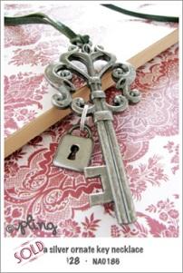 NA0186 - a silver ornate key necklace
