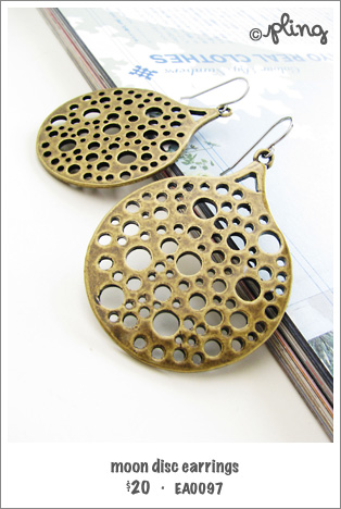EA0097 - moon disc earrings