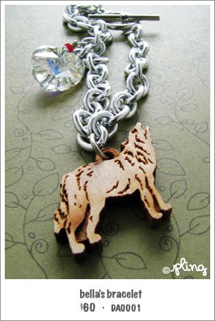 DA0001 - closeup of bella's bracelet