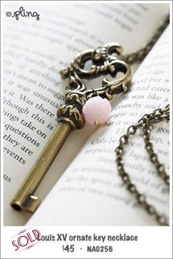 NA0256 - Louis XV ornate key necklace