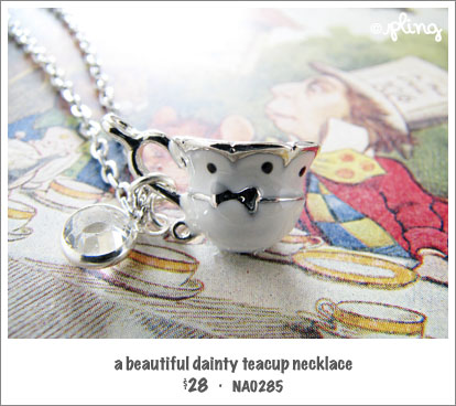 NA0285 - a beautiful dainty teacup necklace